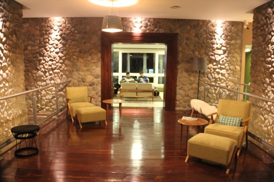 Hotel A.C.A.: area descanso antes del playroom