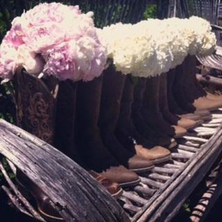 Mt. Hood Bed and Breakfast: Boots and Bouquets