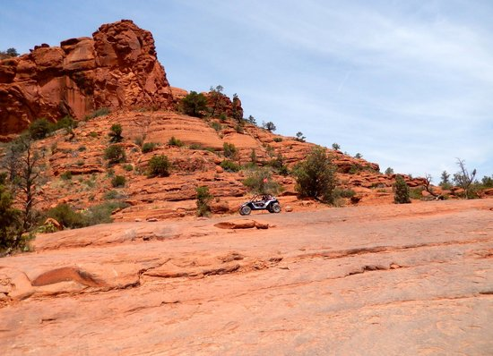 Pink Jeep Tours Sedona: Fun driving up & over the rocks!