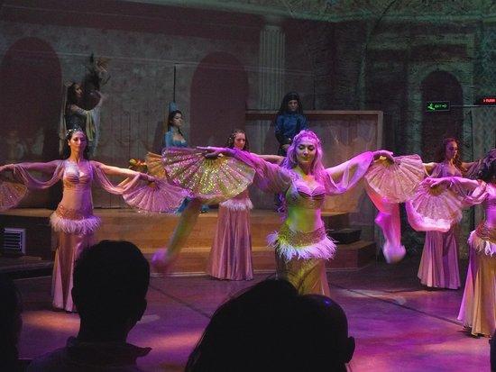 Hodjapasha Cultural Center: Harlem dance 1