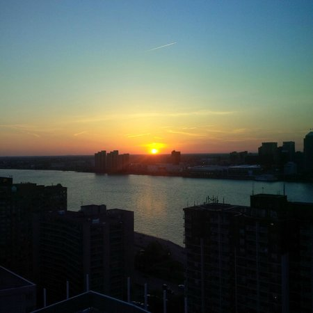 Caesars Windsor : sunset view