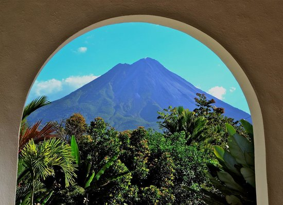Hotel Mountain Paradise: View of Arenal from hotel patio.