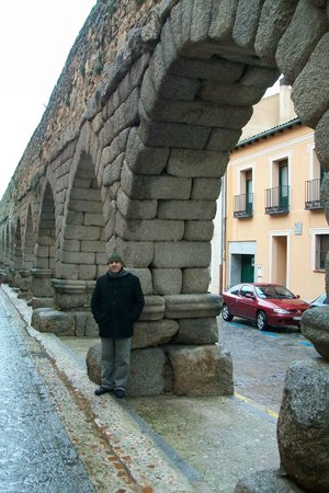 Aquädukt von Segovia: a lo largo del acueducto se va descubriendo la ciudad