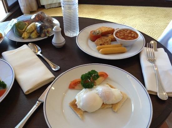 Dusit Thani Pattaya: room service big breakfast