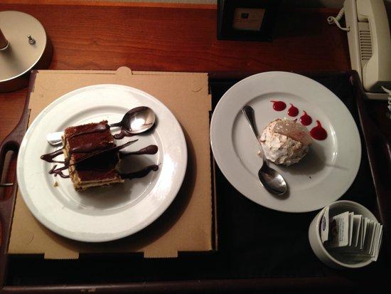 Hotel Alyeska: Room service.