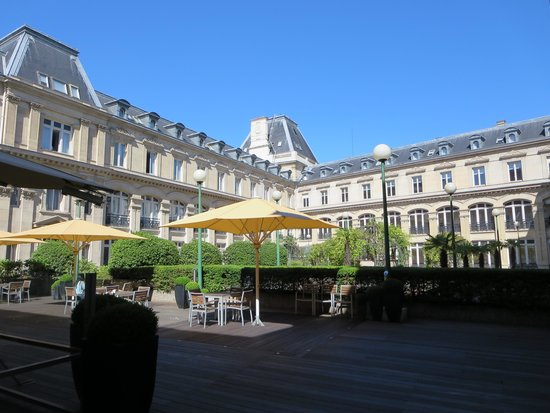 Crowne Plaza Paris Republique : courtyard