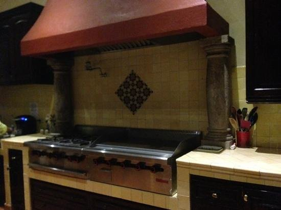 Antigua Capilla Bed and Breakfast: kitchen is extremely organized...filled with snacks :)