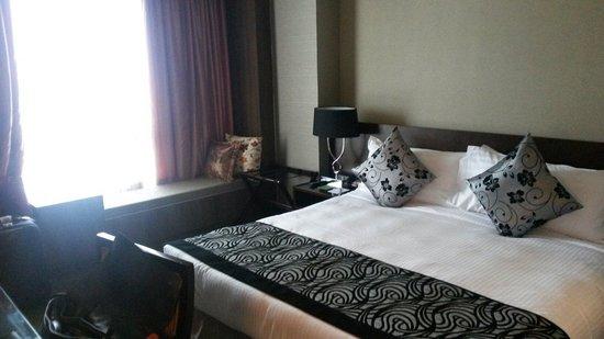 Peninsula Excelsior Hotel: Room at premium club floor
