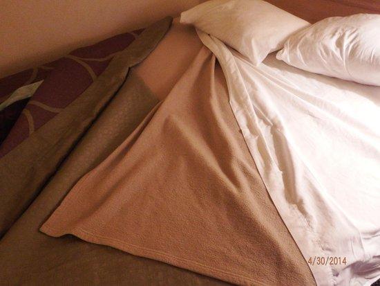 Super 8 Poplar Bluff Missouri : new blankets