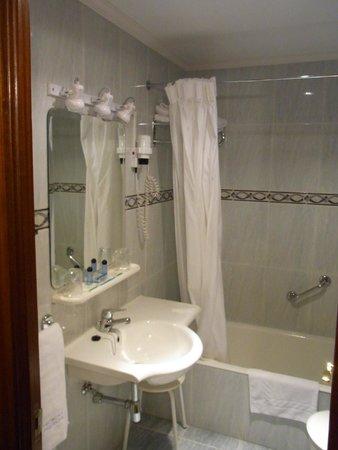 Parma Hotel : Hotel Parma バスルーム
