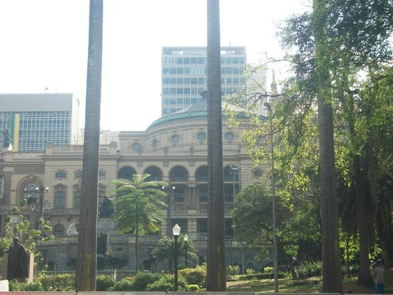 Theatro Municipal De Sao Paulo: Vista do Theatro pelo Vale do Anhangabaú