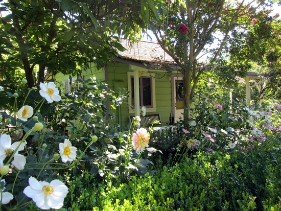 Healdsburg Country Gardens: Cottage tucked into a beautiful garden ... simply charming