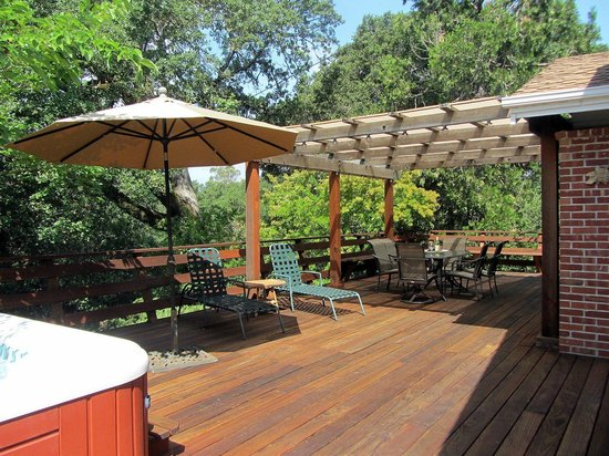 Healdsburg Country Gardens: Home deck ~ what a great place for a wine country breakfast