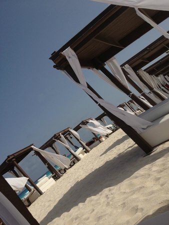 Hyatt Zilara Cancun: Cabanas on the beach