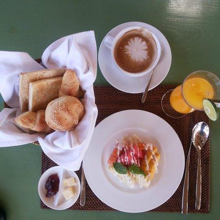 delMango Villa Estate: Fruits juice and coffee