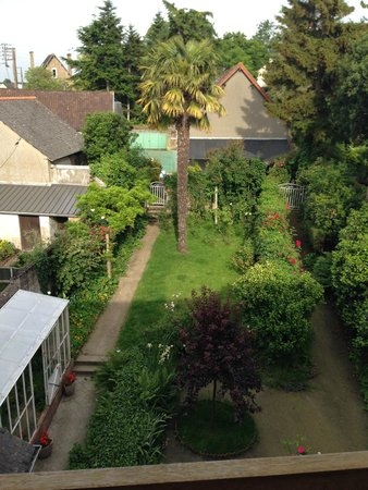 Villa Mons : Backyard garden from our room window