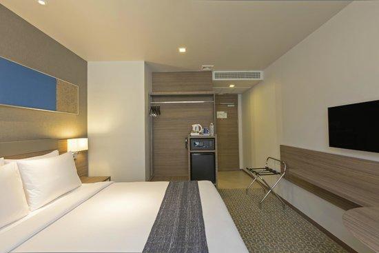 Queen Bed Room at Holiday Inn Express Bangkok Sathorn