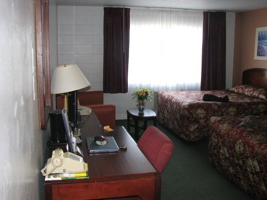 Maverick Motel: our comfy room