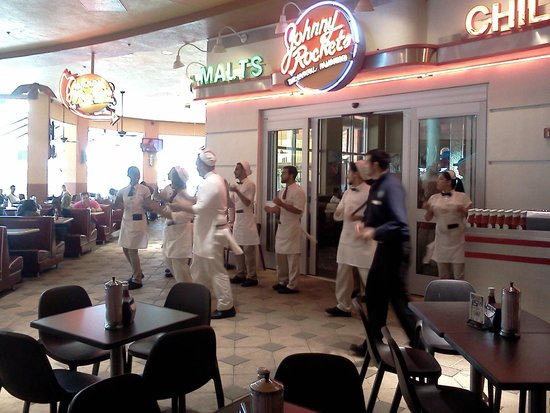 Johnny Rockets Dolphin Mall : La coreografía