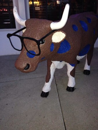 Harry Caray's Italian Steakhouse: Cow out front.