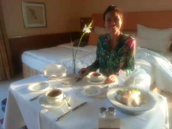 Grand Elysée Hotel Hamburg: Great Room Service