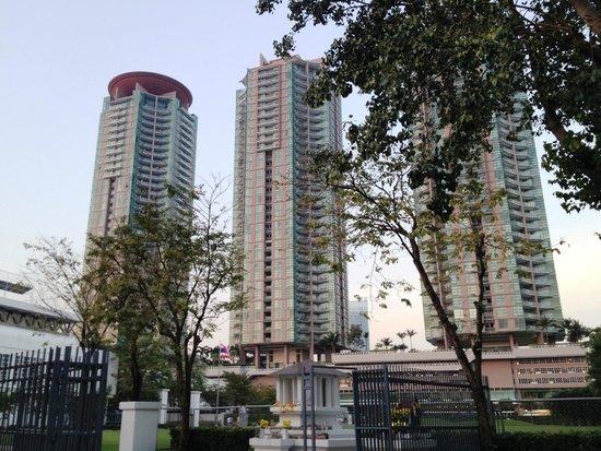 Chatrium Hotel Riverside Bangkok : l'Albergo (solo la prima torre, le altre torri sono appartamenti)