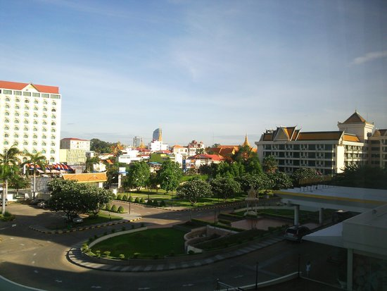 Hotel Cambodiana: Hotel entrance