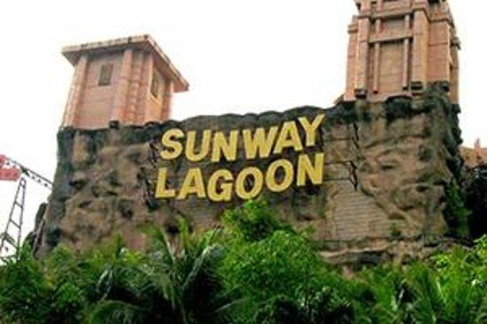 Sunway Lagoon : outside amusement park