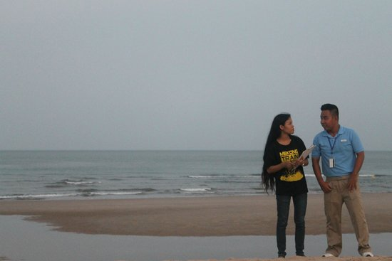The Grand Ho Tram Strip: Ho Tram Beach- Mr Khanh helping my wife set up team building