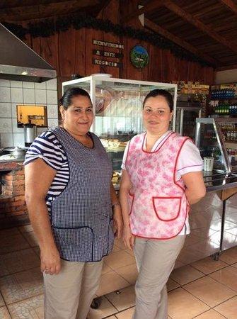 Restaurant Tipico Toro Amarillo : kitchen staff