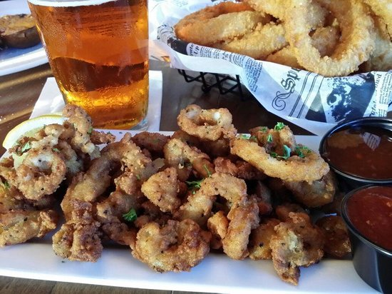 The Oaks Grill and Par Lounge: Calamari