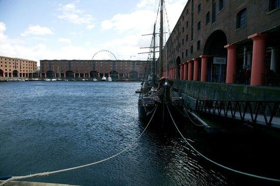 Albert Dock : Shops and restaurants