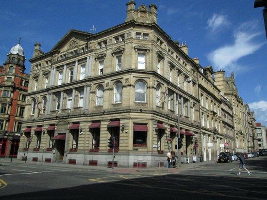 Sir Thomas Hotel (exterior)