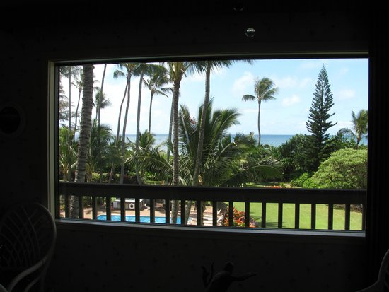 Lae Nani Resort Condos : taken from the dining room looking out the window