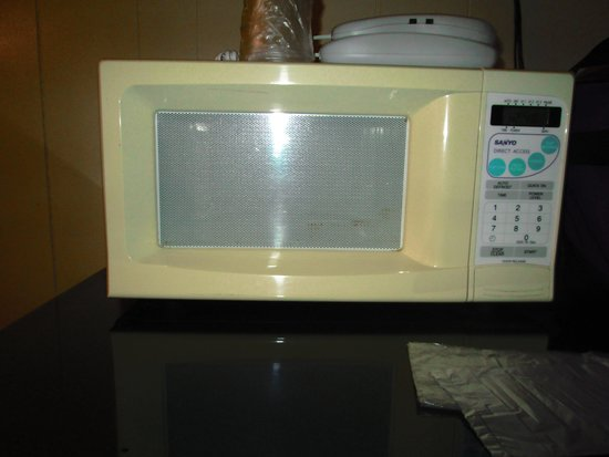 Classic Inn: the microwave