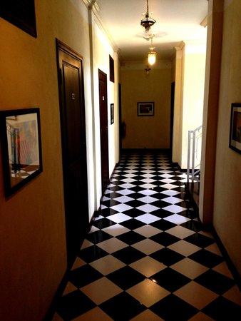 Hotel Khamvongsa: Room hallways