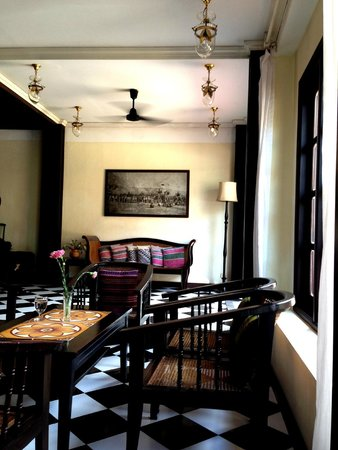 Hotel Khamvongsa: Lobby/bar area