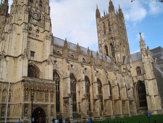 Canterbury Cathedral: CATEDRAL DE CANTERBURY....