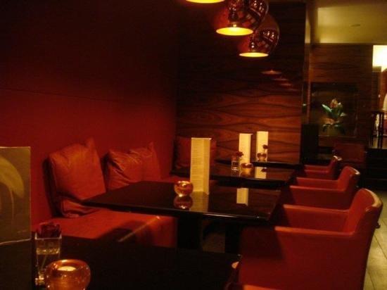 Starhotels Ritz : bar/breakfast seating area