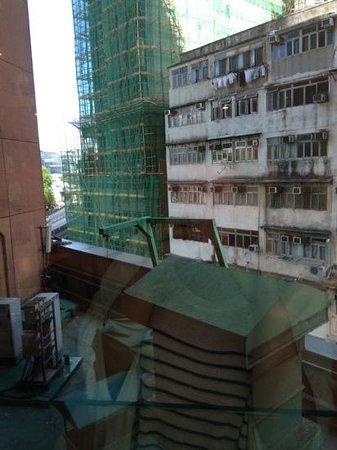 Eaton, Hong Kong: 低層階のためか、部屋からの眺めはNG
