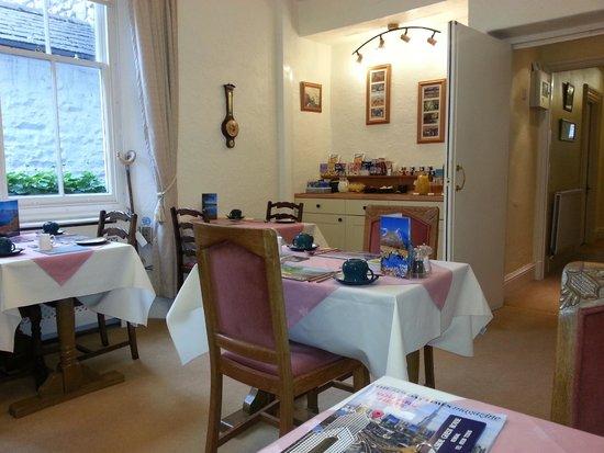 Hillside Bed & Breakfast: Breakfast room