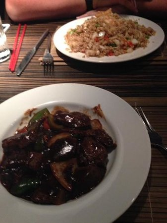 Zen : Beef fillet in pepper sauce and a king prawn fried rice