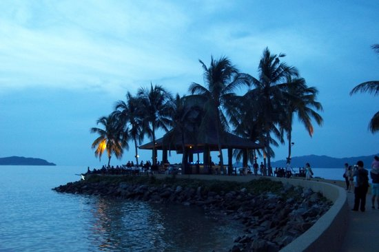 Sunset Bar at Shangri-La's Tanjung Aru Resort and Spa: The scene as we left, just after sunset