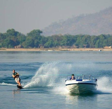 Pumulani: Water skiing