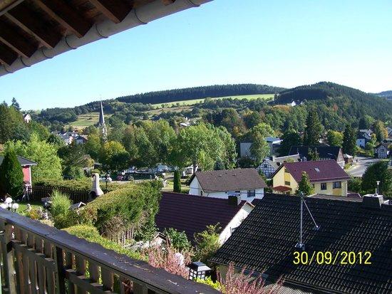 Hotel Pension Berghof: Uitzicht vanuit kamer op Hellenthal