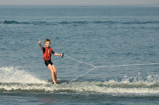 Pumulani : Water skiing