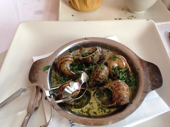 La Bouillabaisse: Бургунские улитки с чесночным соусом