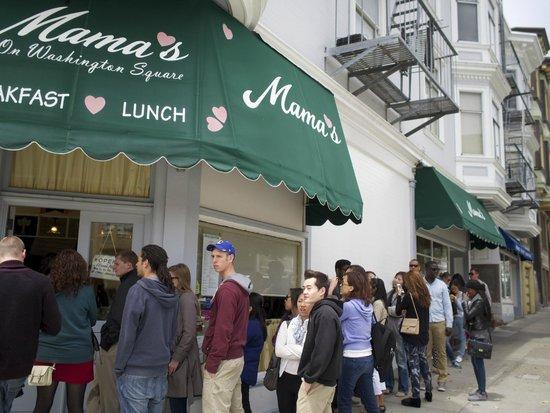 Mama's on Washington Square: The line outside