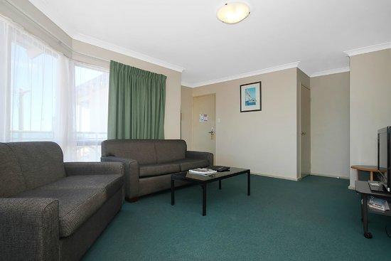 Quality Resort Sorrento Beach: 2 bedroom living room