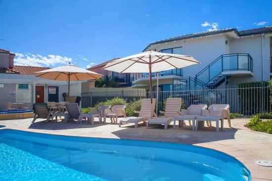 Quality Resort Sorrento Beach : Pool side